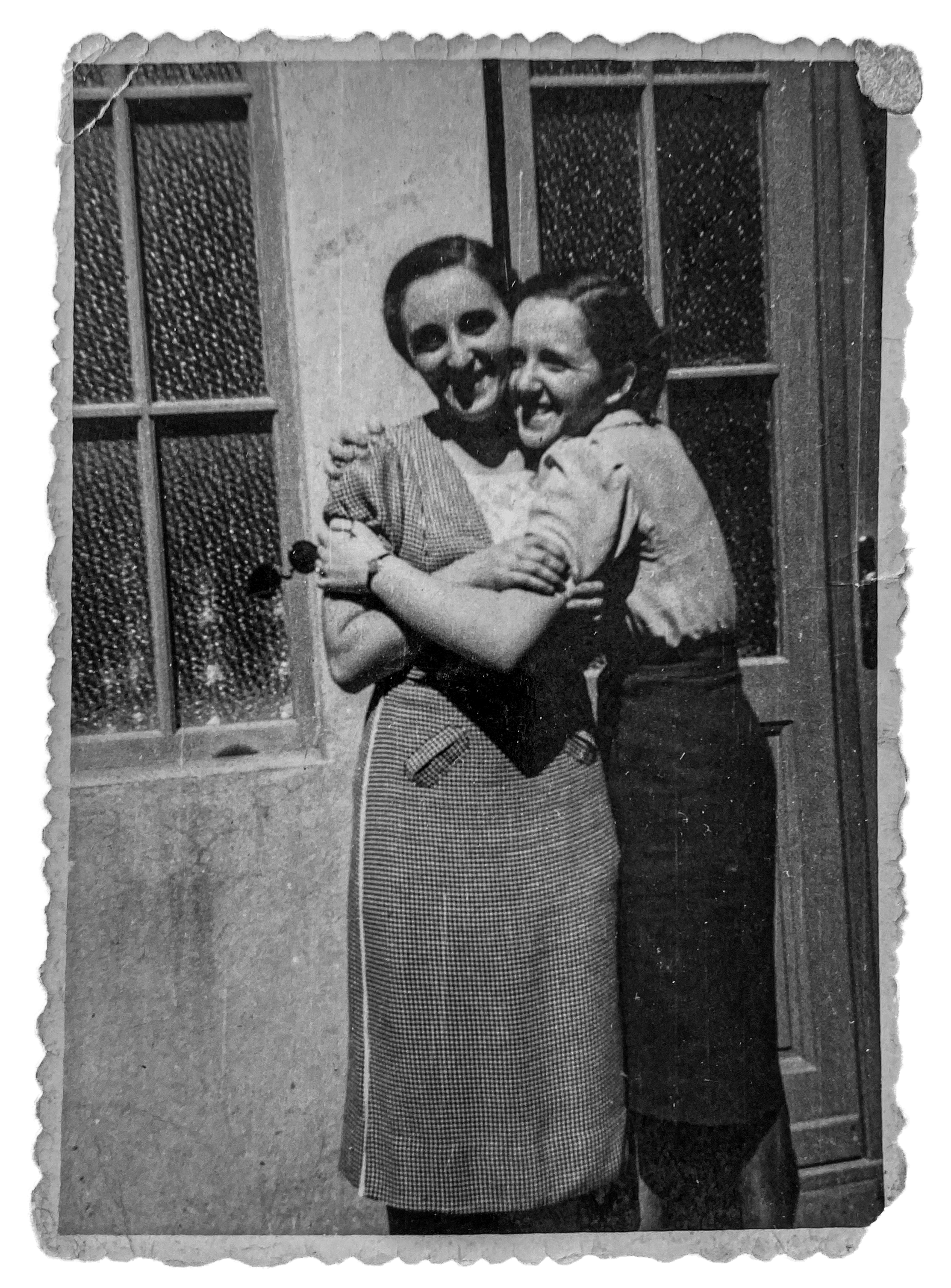 Magda and her mother, Aranka Riederman, 1938