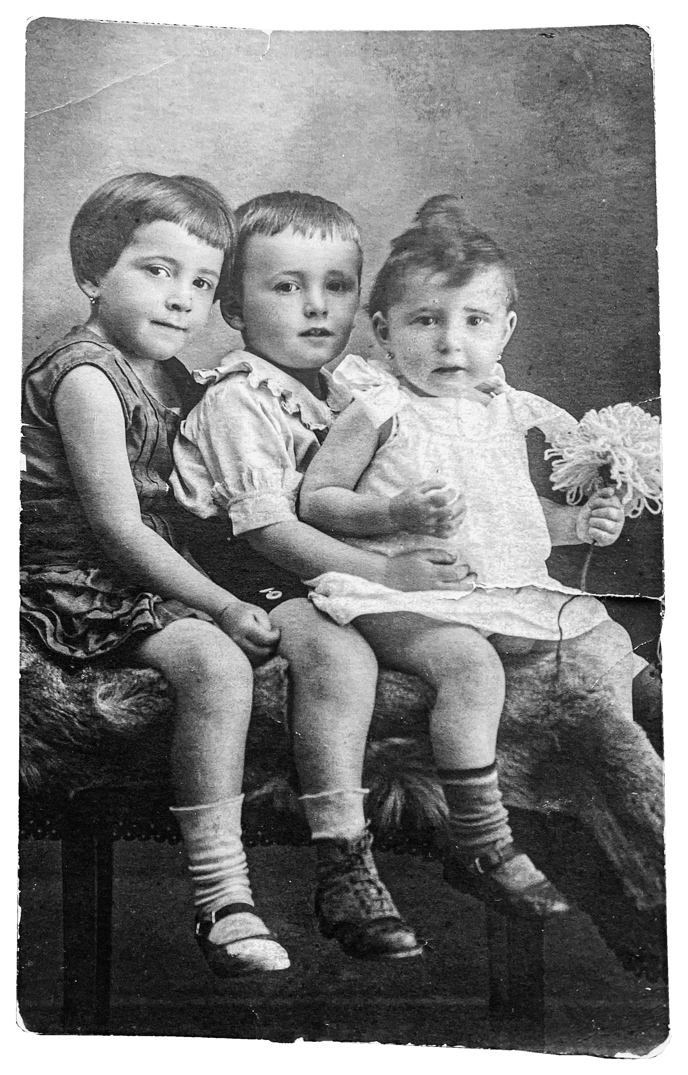 Magda and her siblings circa 1925 Left to right: Magda, Mythieu, Susan